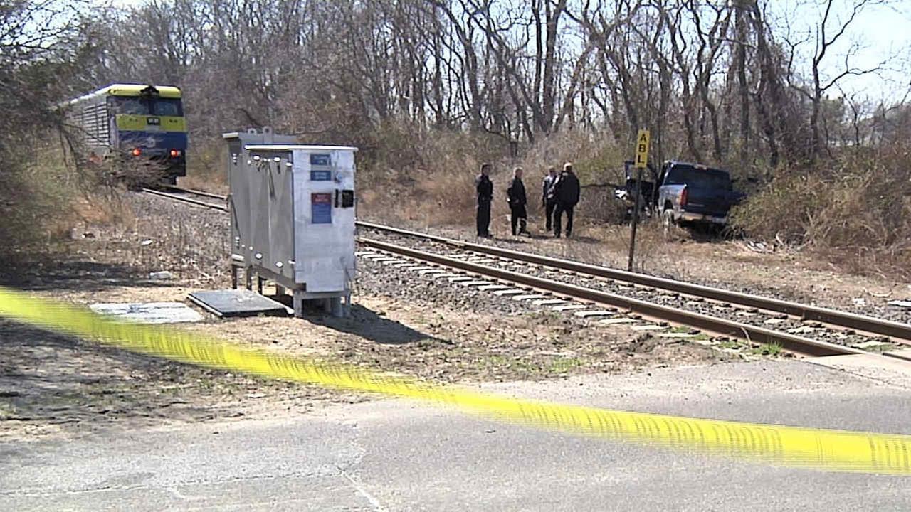 LIRR train to Ronkonkoma strikes vehicle on tracks; 1 minor injury