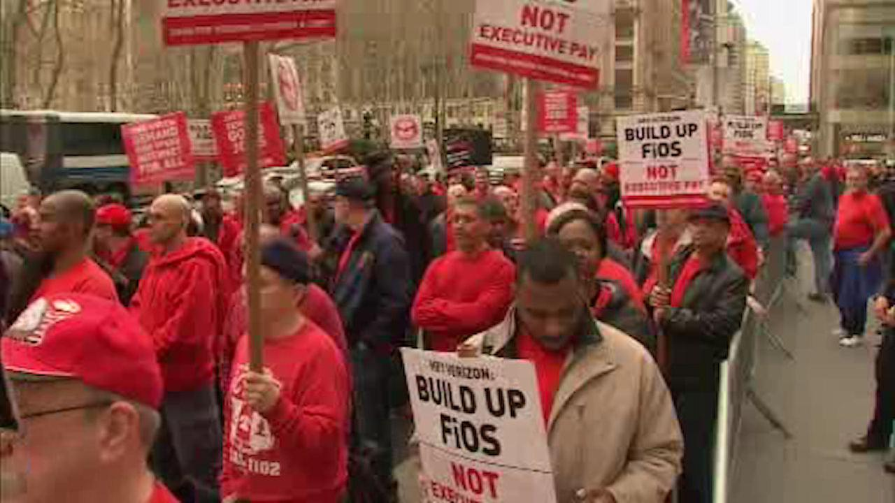 Verizon workers hold rally in Midtown