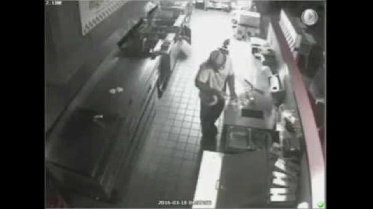 Police: Man follows deliveryman into Five Guys, makes himself a cheeseburger