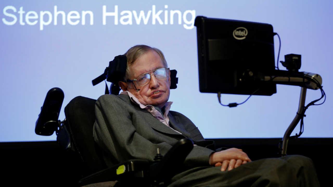 Stephen Hawking joins bid to seek alien life with tiny spacecraft