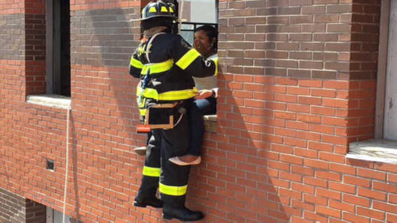 FDNY firefighter proposes to girlfriend while dangling from the roof on a rope