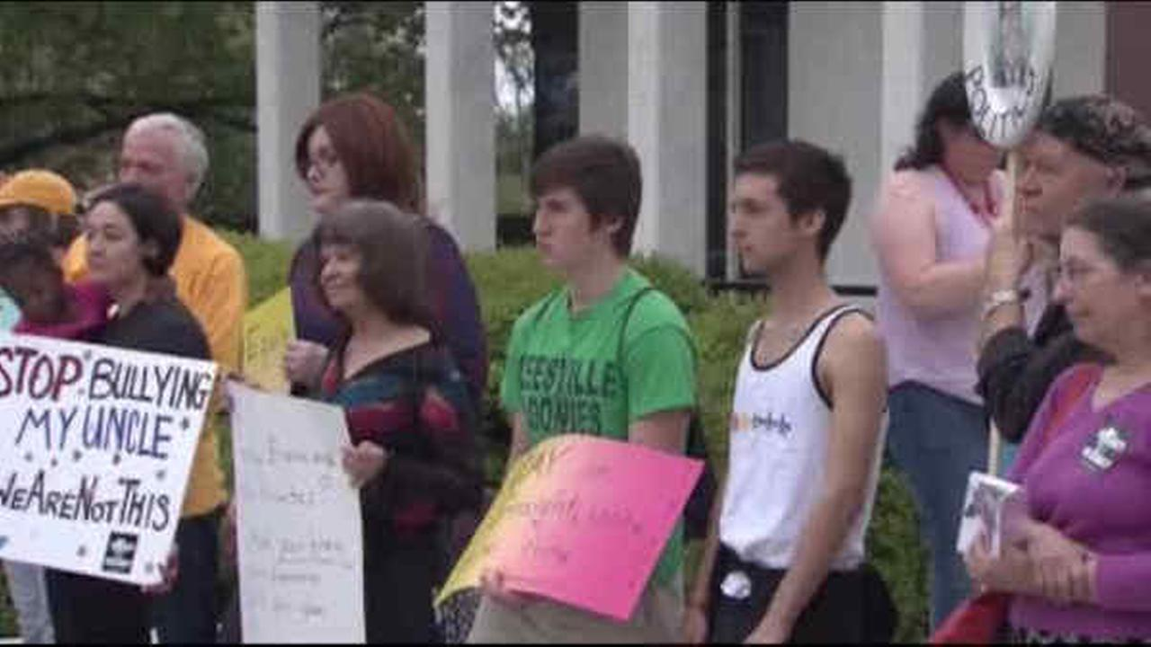 North Carolina lawmakers return to competing rallies over LGBT law