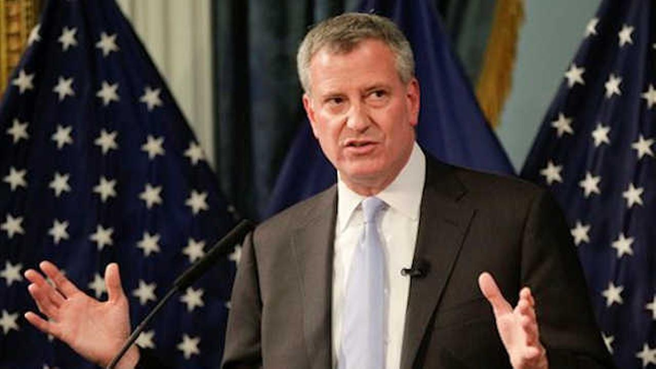 poll: new york city mayor bill de blasio's approval rating sinks