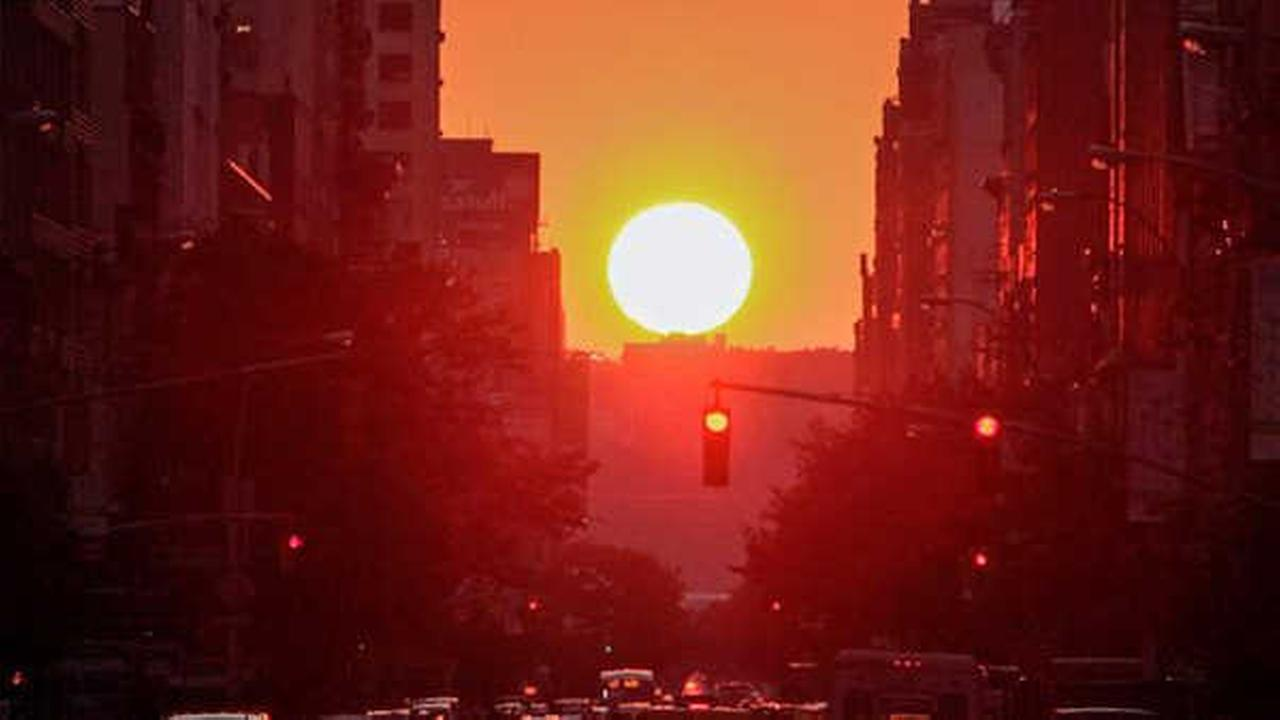 The sun sets on 23th Street during Manhattanhenge on July 11, 2014 in New York City. (Getty)