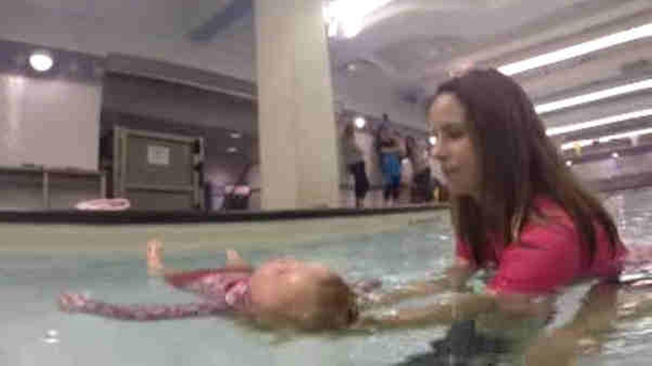 Babies learn to swim to prevent drowning