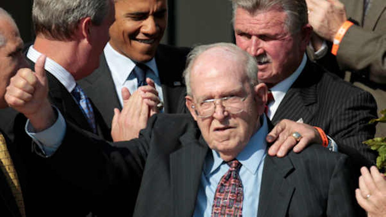 Former Bears defensive coordinator Buddy Ryan, gives a thumbs-up during a 2011 White House event .(AP Photo/Pablo Martinez Monsivais)
