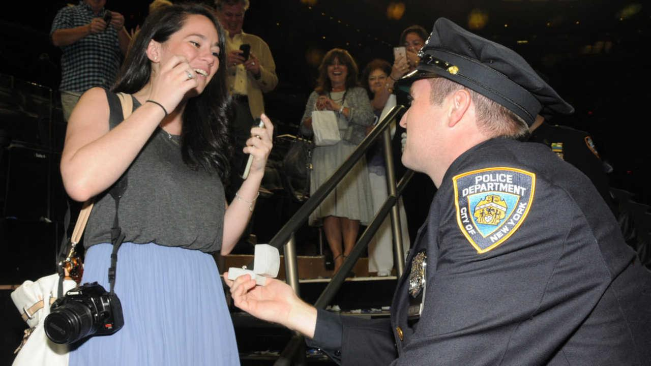 Newly sworn in NYPD officer proposes to girlfriend at Police Academy graduation
