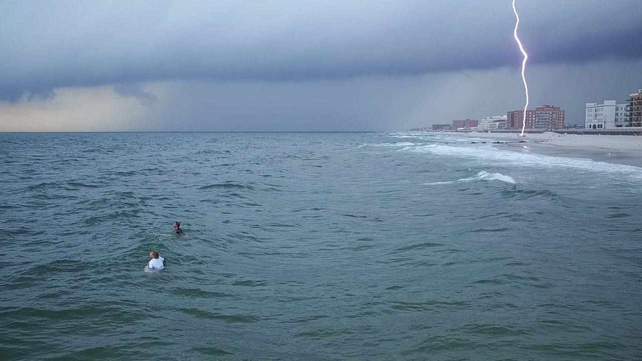 Photo captures the moment lightning nearly strikes beachgoers in Long Beach