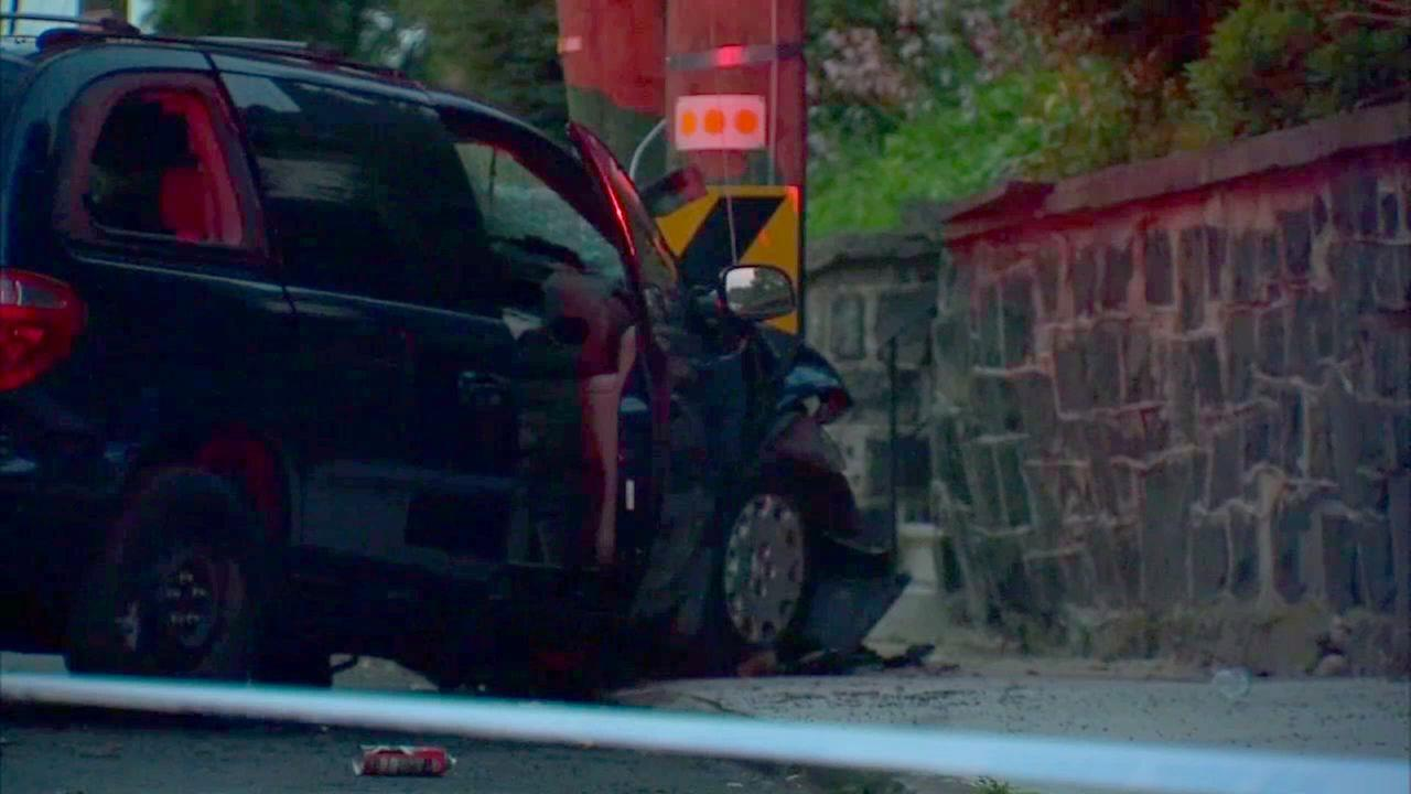 4 kids, 2 adults hospitalized after driver loses control of minivan on Staten Island