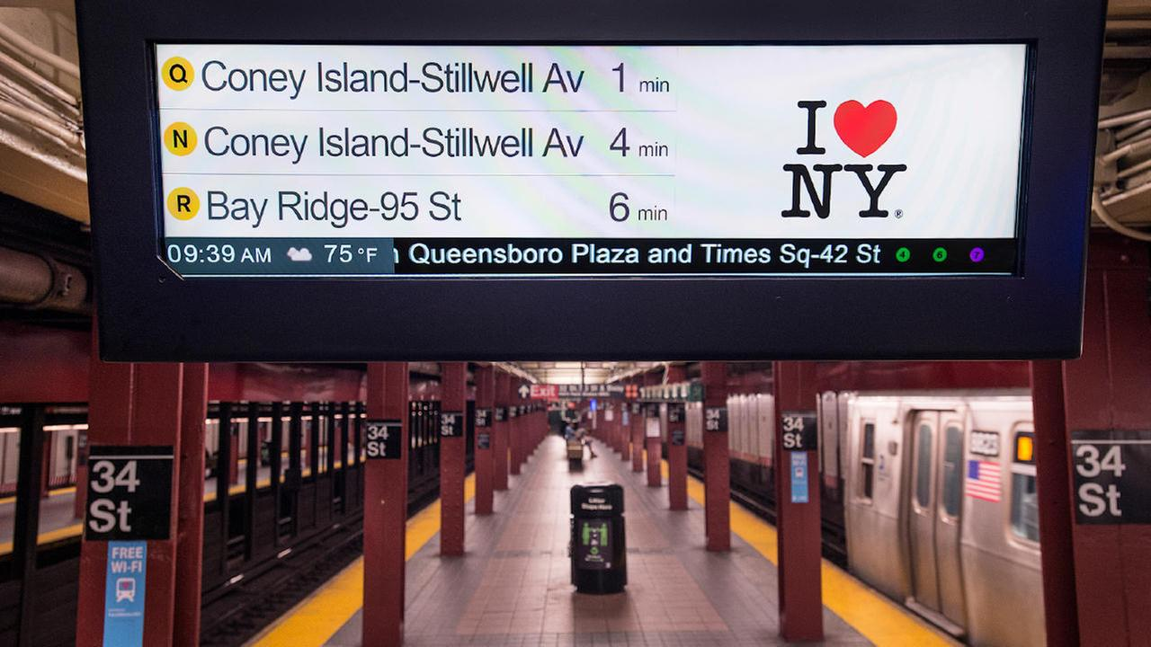 MTA to begin new countdown clock pilot program at N, Q, and R stations