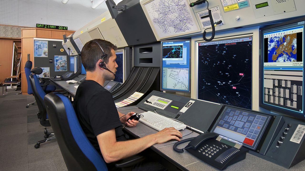 faa to hire 1 400 air traffic controllers for high