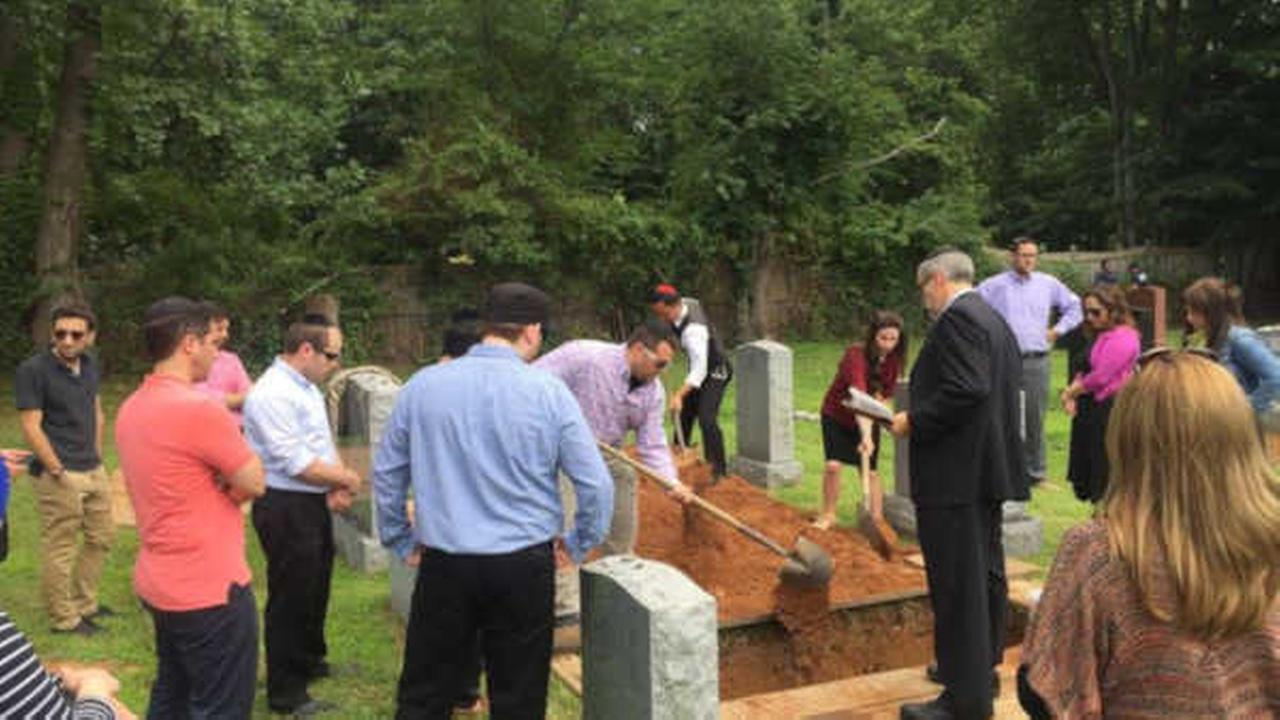 30 kind strangers attend funeral for New York woman without family