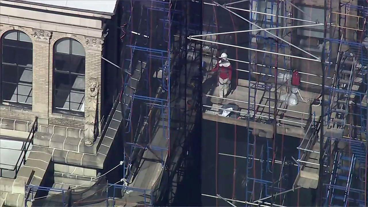 Construction worker seriously hurt after fall  in Midtown Manhattan