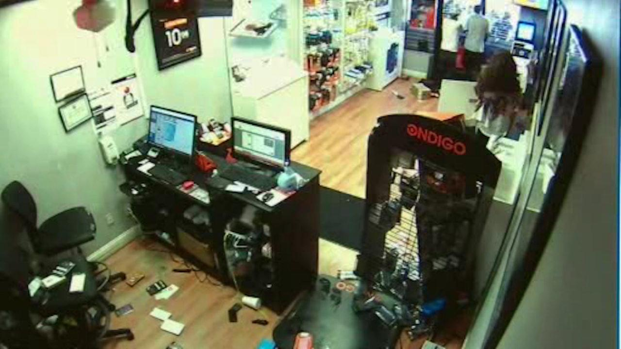 Paterson police arrest suspected robbers who were trapped inside store by manager