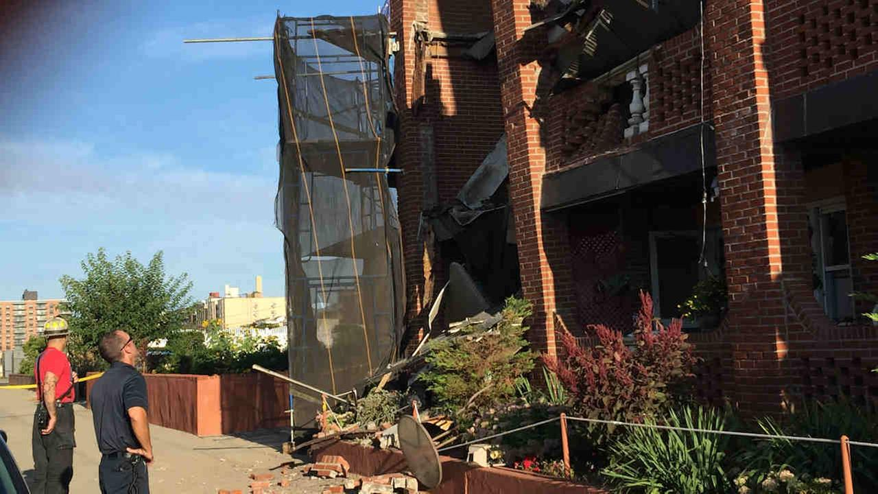 6 balconies collapsed at apartment building in Long Beach