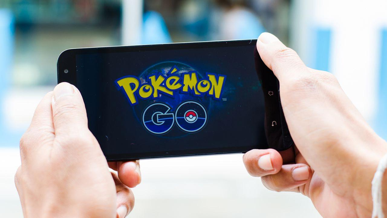 VIDEO: Man mugged while live streaming Pokemon Go