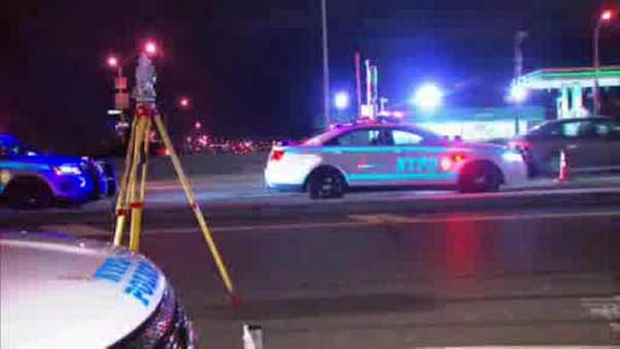 Man hit and killed while walking on Bruckner Expressway in the Bronx