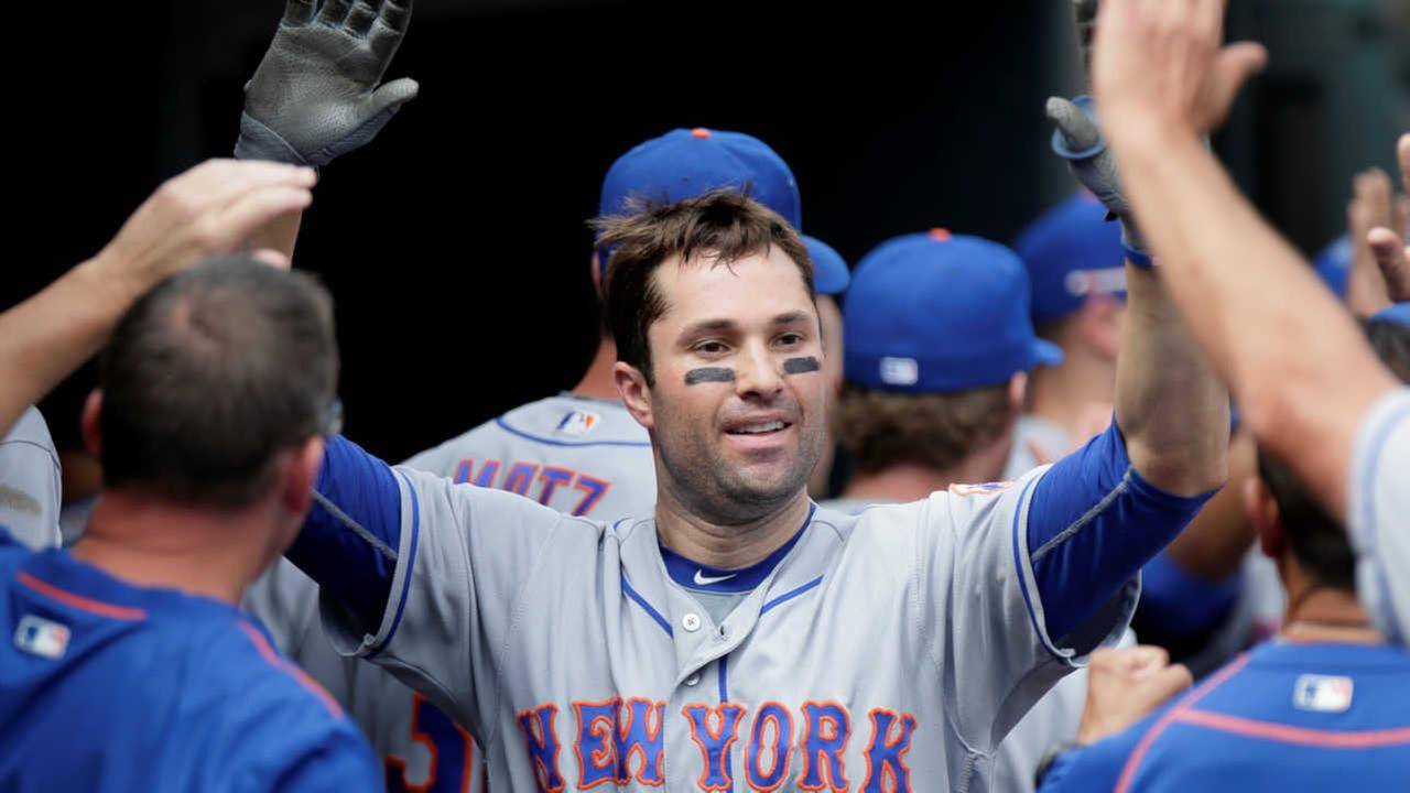 Mets second baseman Neil Walker accepts qualifying offer, stays with team