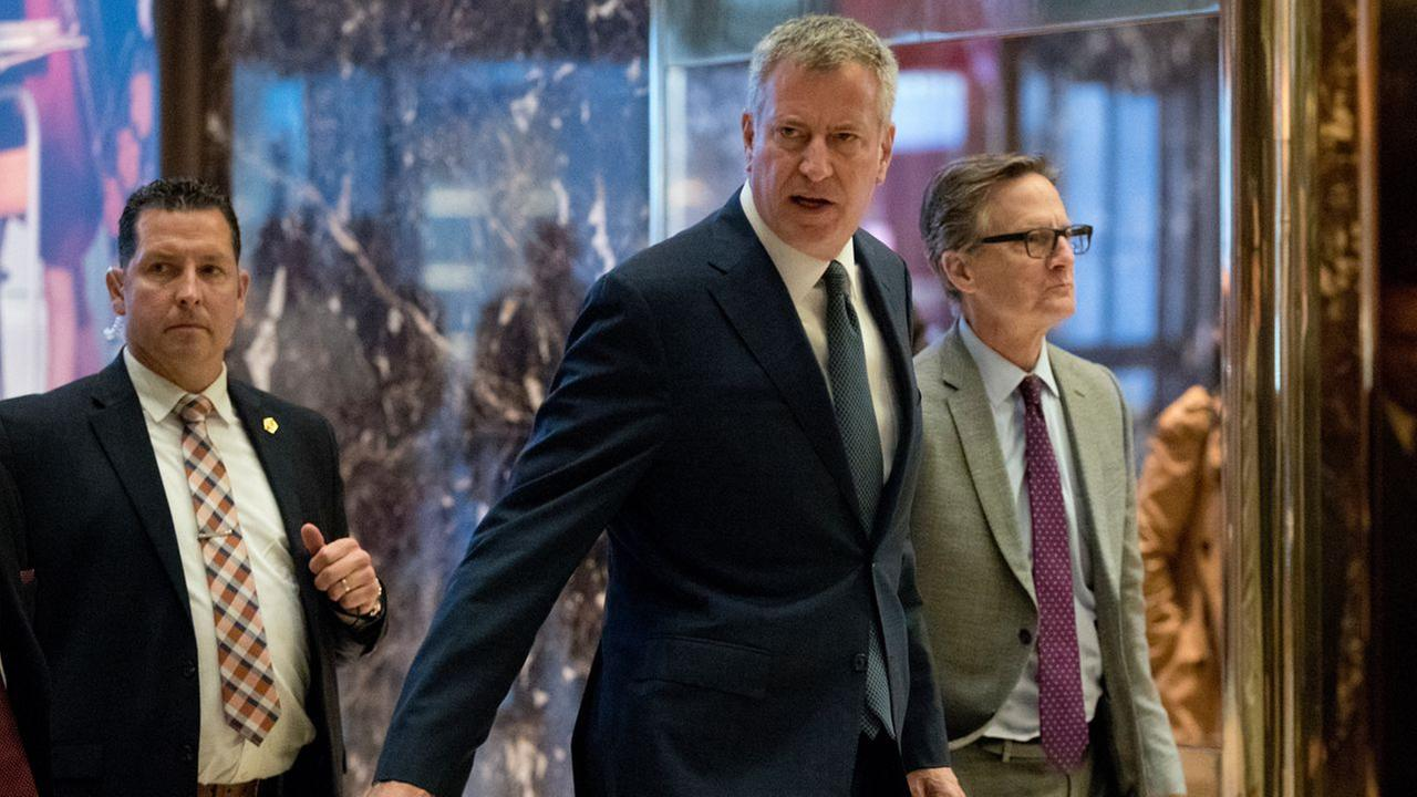 New York City Mayor Bill de Blasio arrives at Trump Tower, Wednesday, Nov. 16, 2016, in New York.