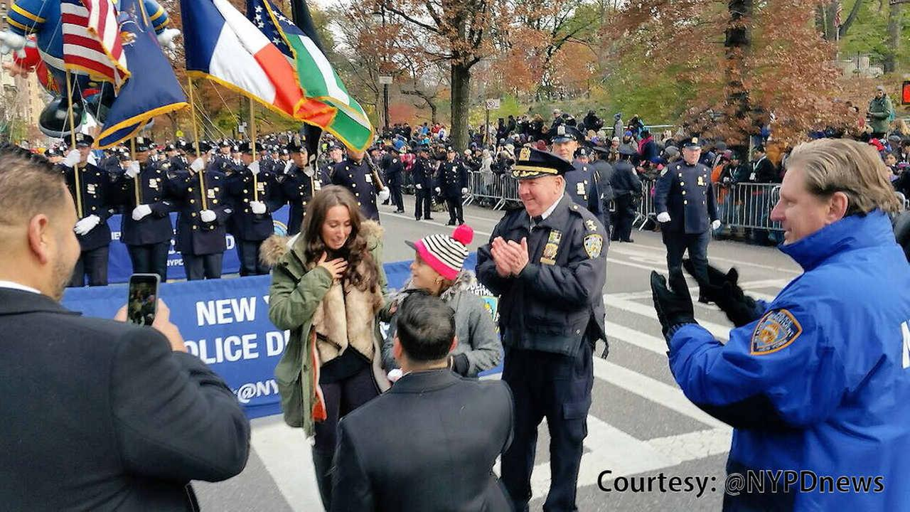 Parade proposal: Policeman pops question at Macy's Thanksgiving Day Parade