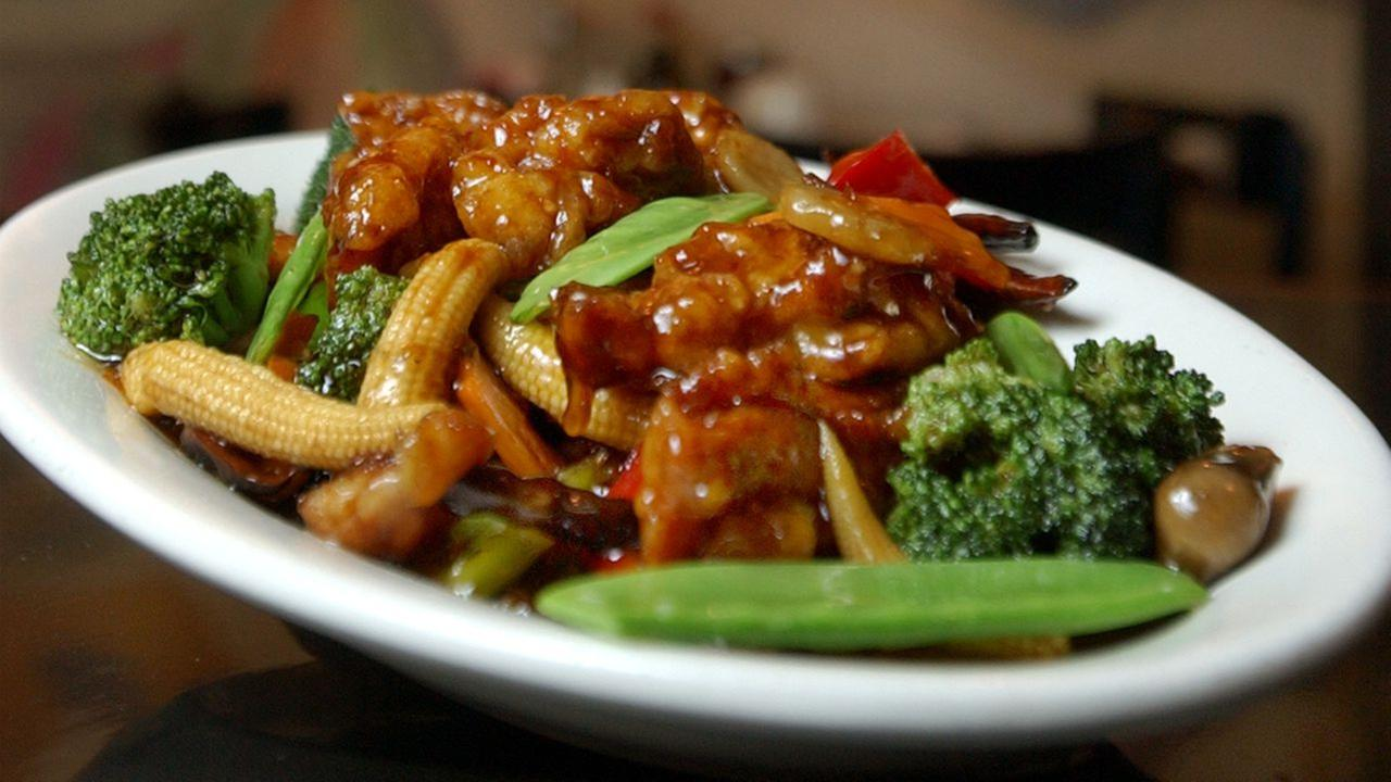 A plate of General Tsos Chicken, prepared and photographed at Ollies Restaurant in New Yorks Times Square, July 22, 2004.