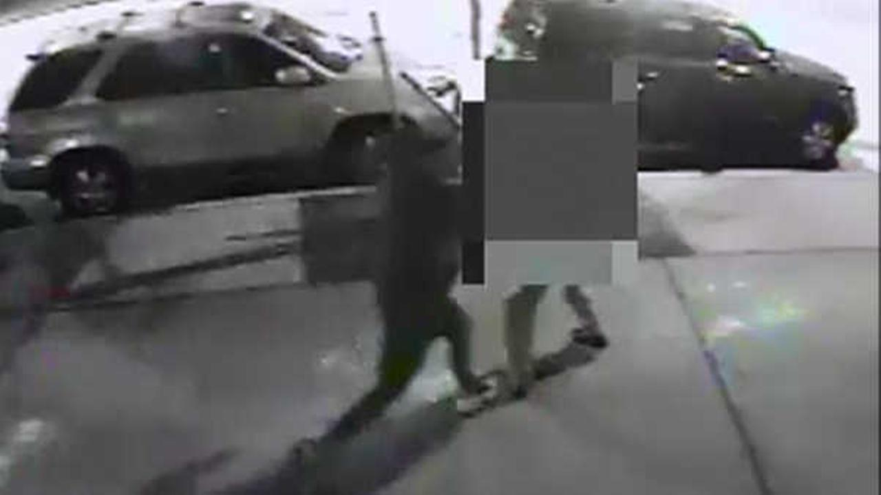 Police: Suspects assault elderly Bronx man, steal his wallet and credit cards