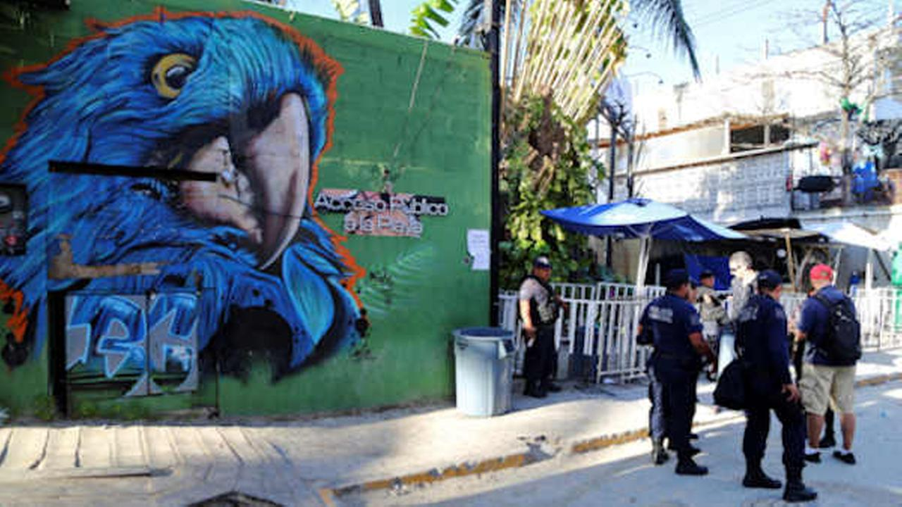 Police guard the entrance of the Blue Parrot nightclub in Playa del Carmen, Mexico. (AP Photo)