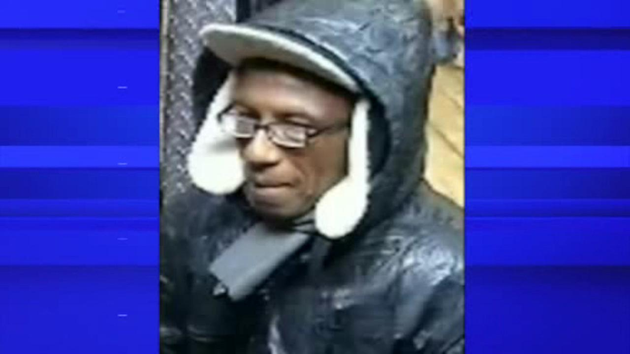 Police looking for suspect wanted in stabbing outside deli in Crown Heights