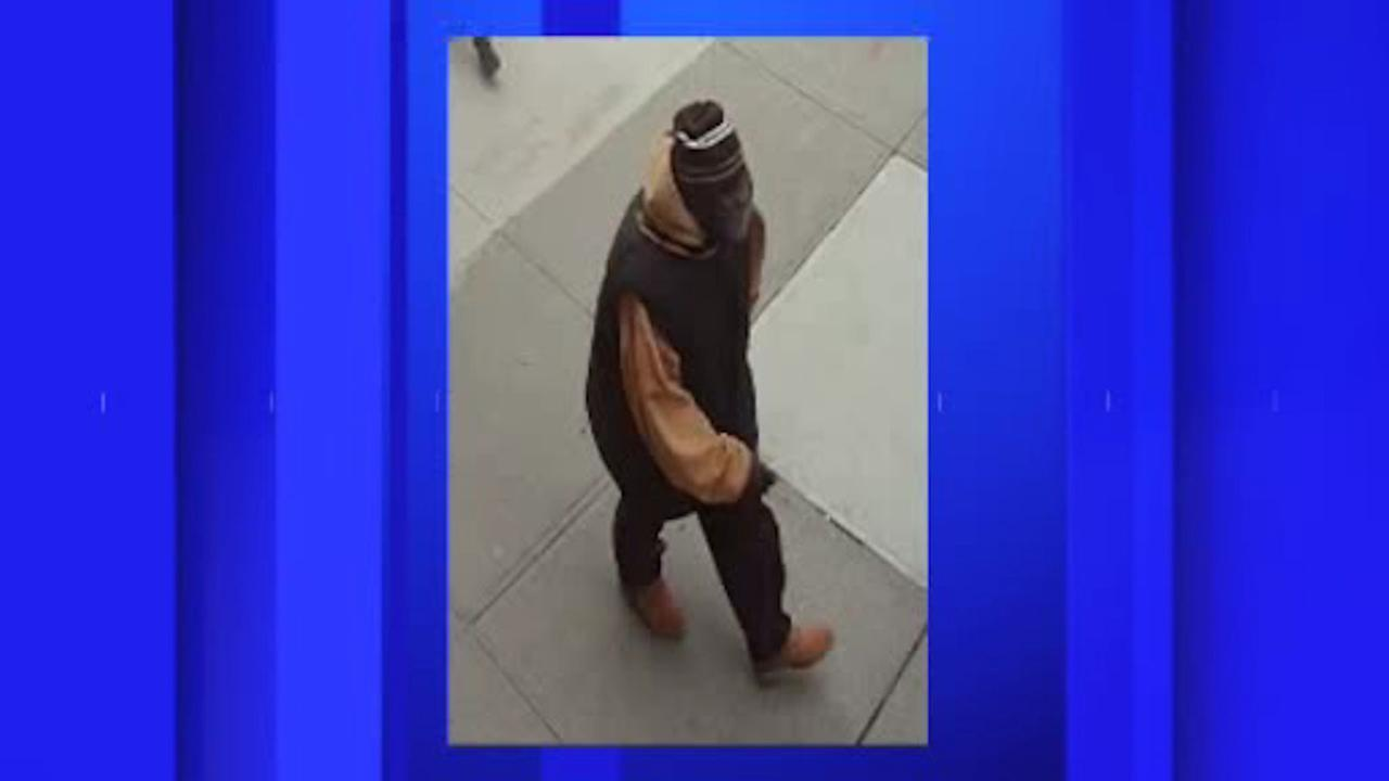83-year-old man attacked and robbed outside senior center in Brooklyn