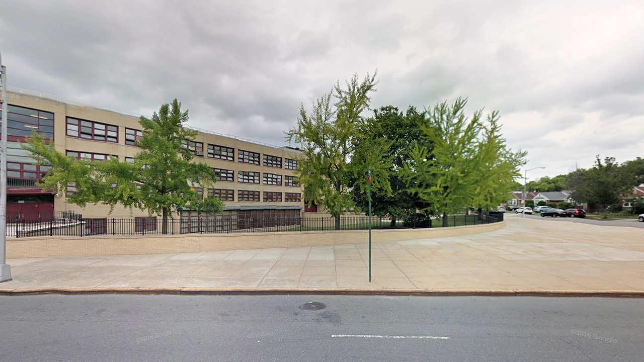 Queens gym teacher accused of groping teenage girl