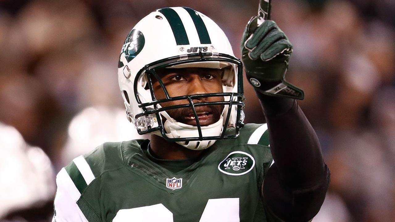 Jets player Darrelle Revis turns himself in to police after altercation in Pittsburgh