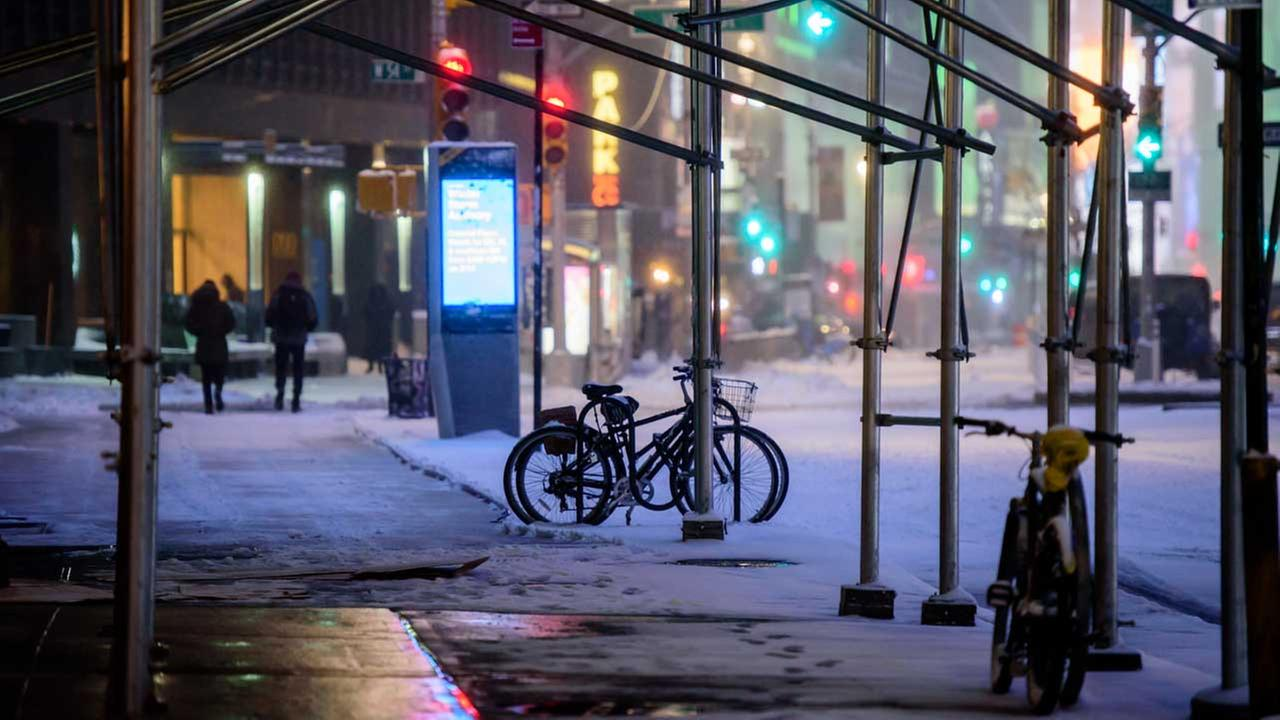 Snow falls in Manhattan during the Blizzard of 2017 on March 14, 2017.WABC Photo/Mike Waterhouse
