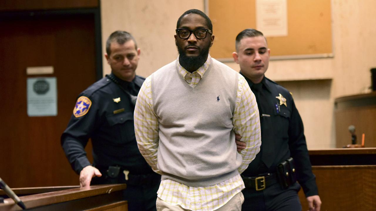 Basim Henry is brought into the courtroom, Tuesday, March 28, 2017, in Newark, N.J.