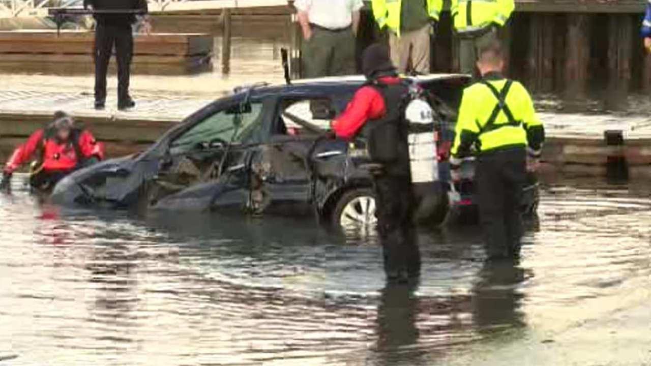 2 Good Samaritans pull man out of sinking car in Port Jefferson