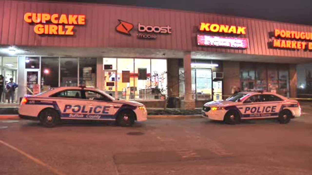 Another store robbed at knifepoint in Farmingville