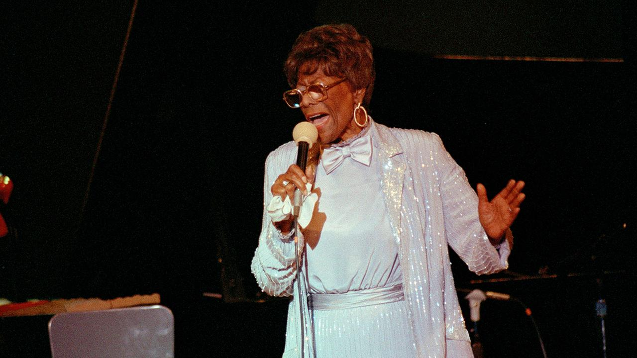 Jazz legend Ella Fitzgerald, 70-year-old First Lady of Song, belts out a number during her concert at Carnegie Hall in New York, June 26, 1988.   (AP Photo/Susan Ragan)