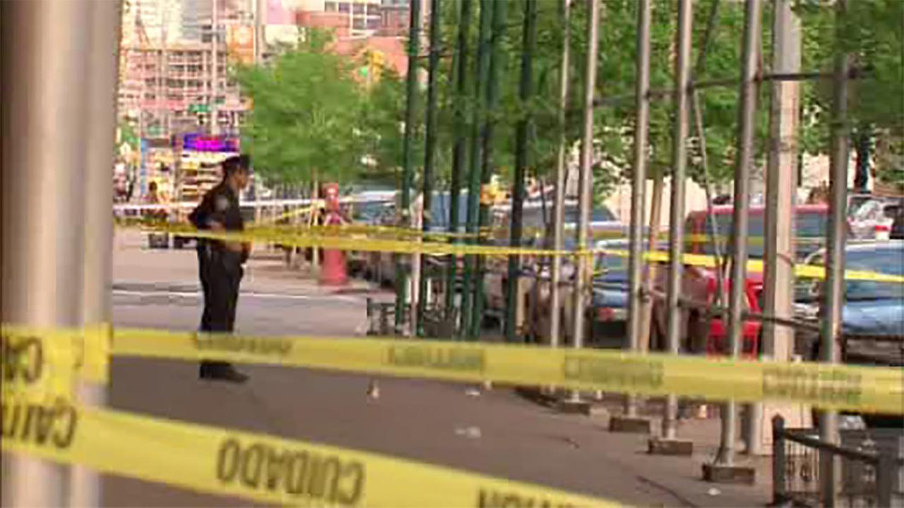NYPD: Correction officer shoots at boyfriend, kills self on Queens street