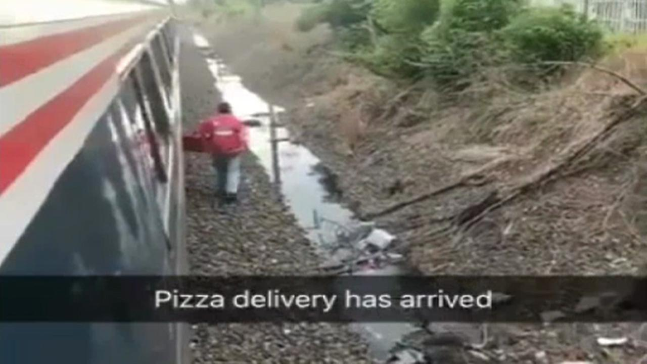 Man orders pizza to stuck Amtrak train