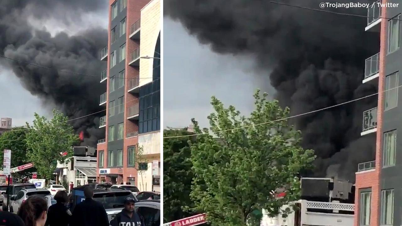 Thick, black smoke billows from restaurant fire in Forest Hills, Queens