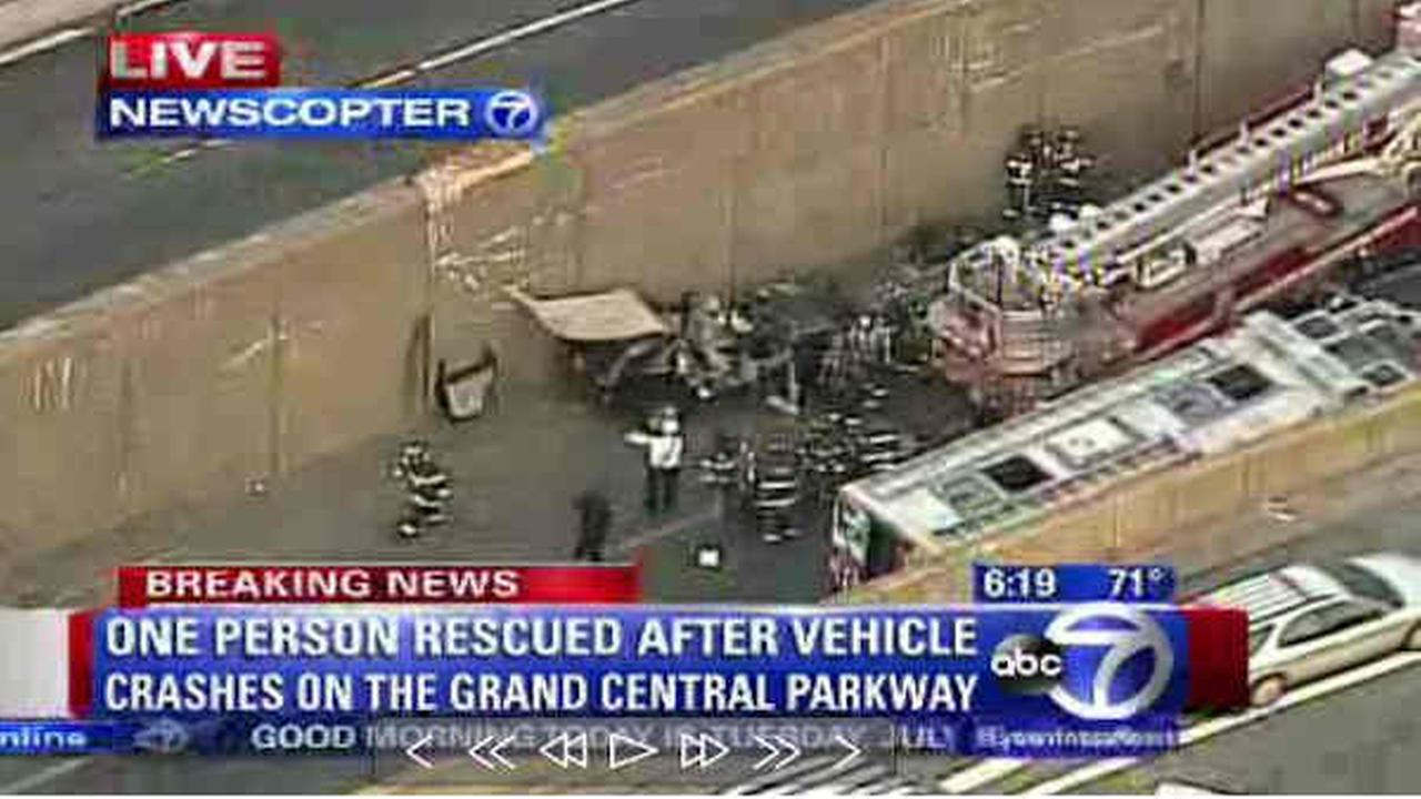 Wreck closes Grand Central Parkway to 1 lane westbound at RFK Triborough Bridge>