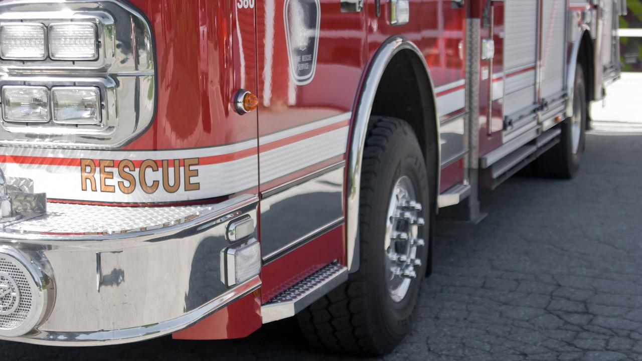 One fire fighter injured, 9 displaced in Raleigh fire