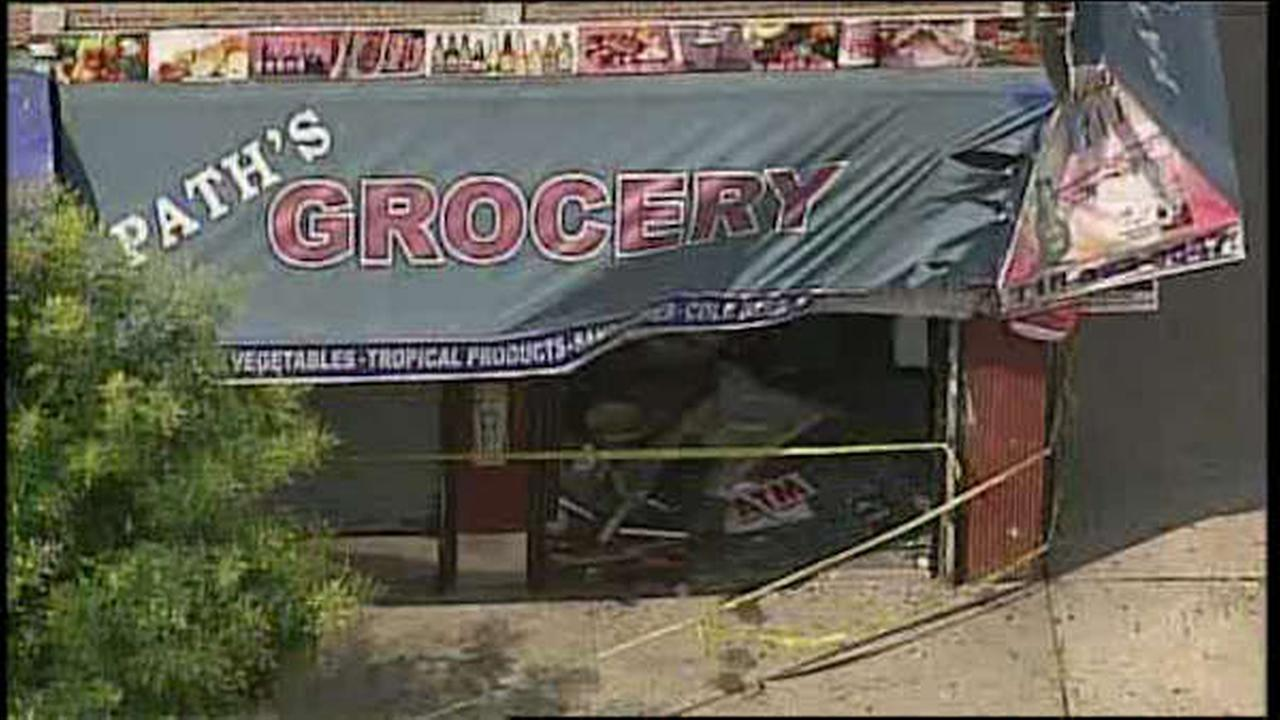 Truck slams into bodega in Queens; 3 injured>