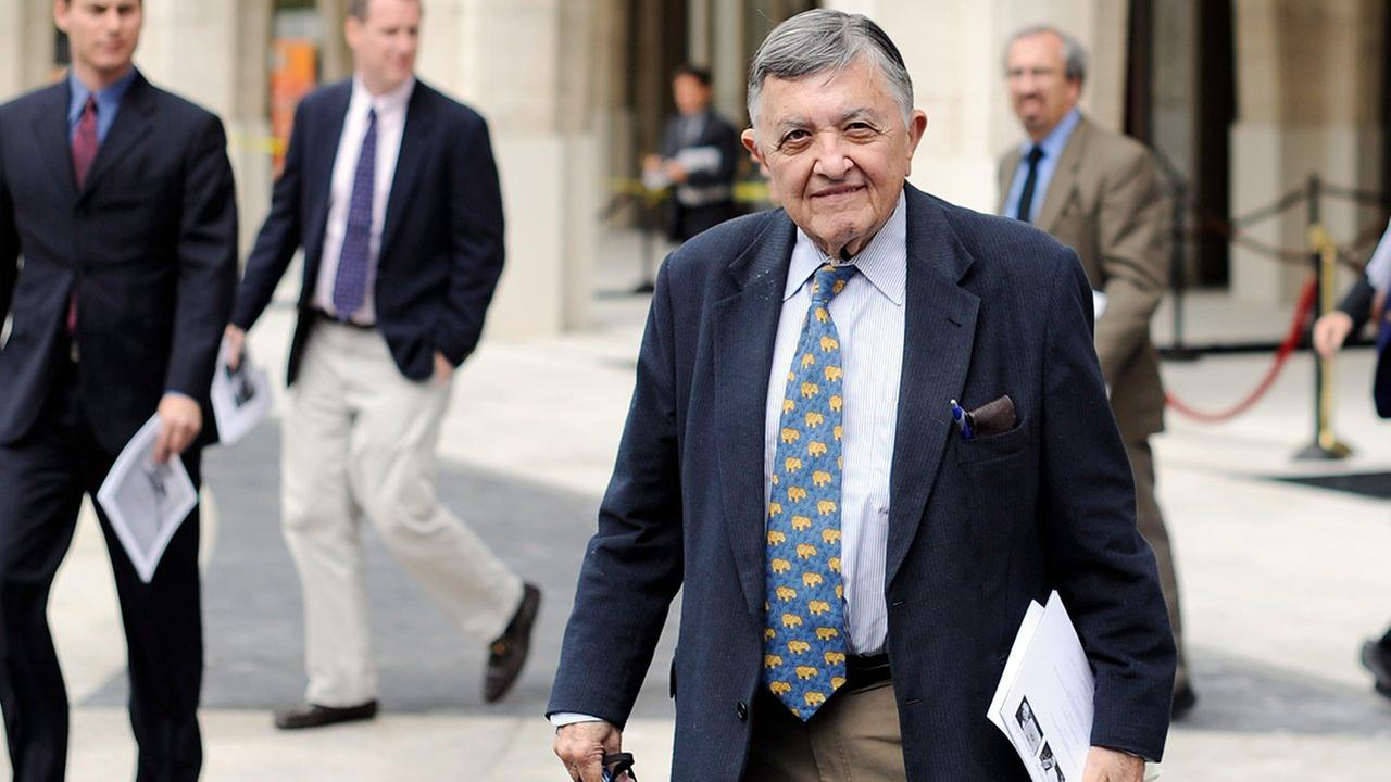 Gabe Pressman is pictured in 2009 at Avery Fisher Hall in New York.