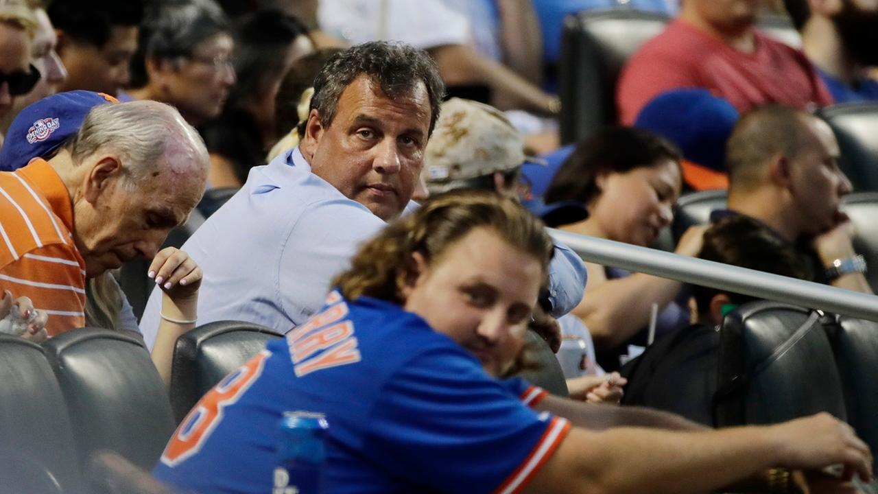 Chris Christie Catches Foul Ball, Booed Heavily at Mets Game