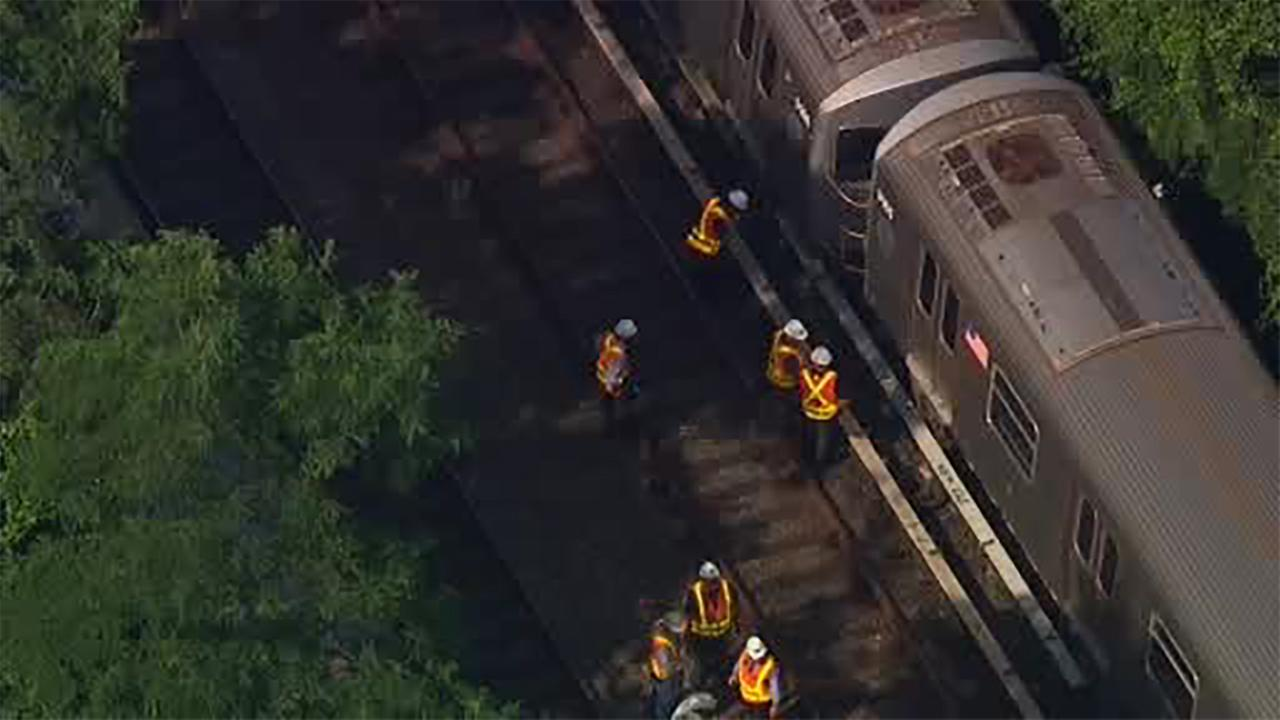 New York City subway train derails, no injuries