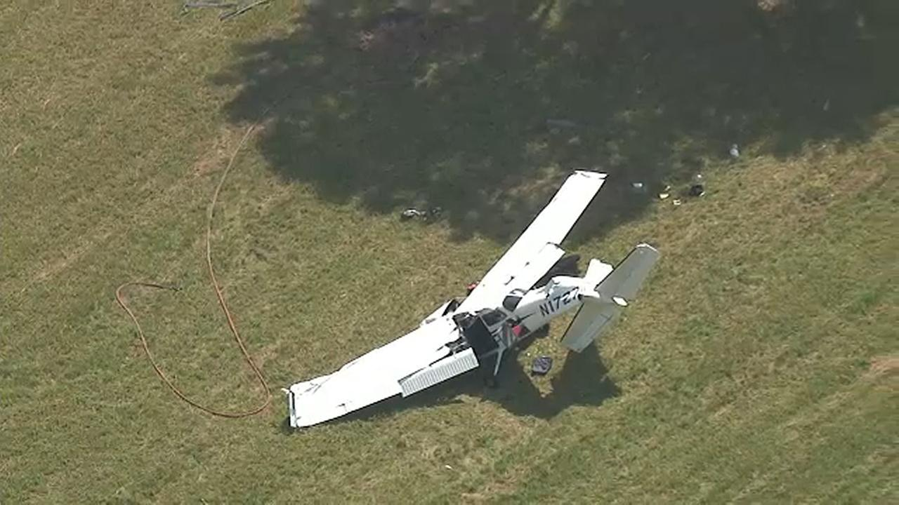 1 dead 2 hurt when small plane crashes at end of runway in Connecticut