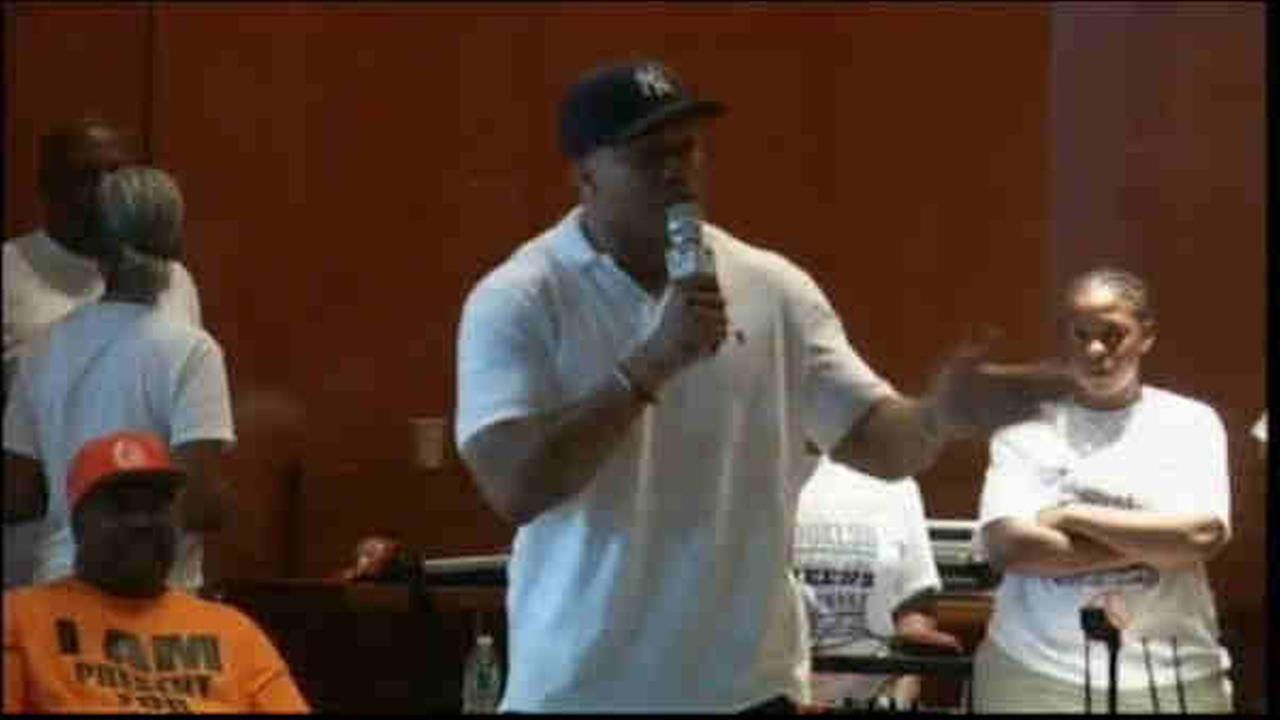 ll cool j and russell simmons visit rikers island
