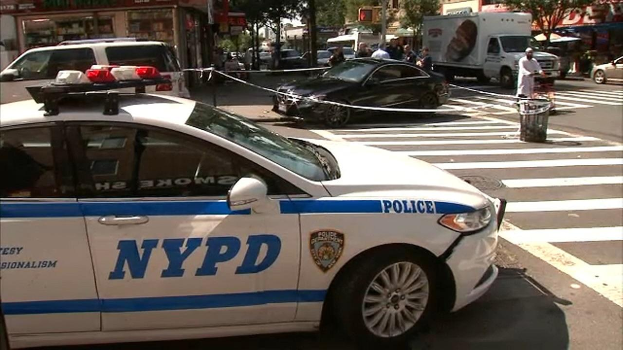 Man shot while sitting in car during apparent robbery in the Bronx