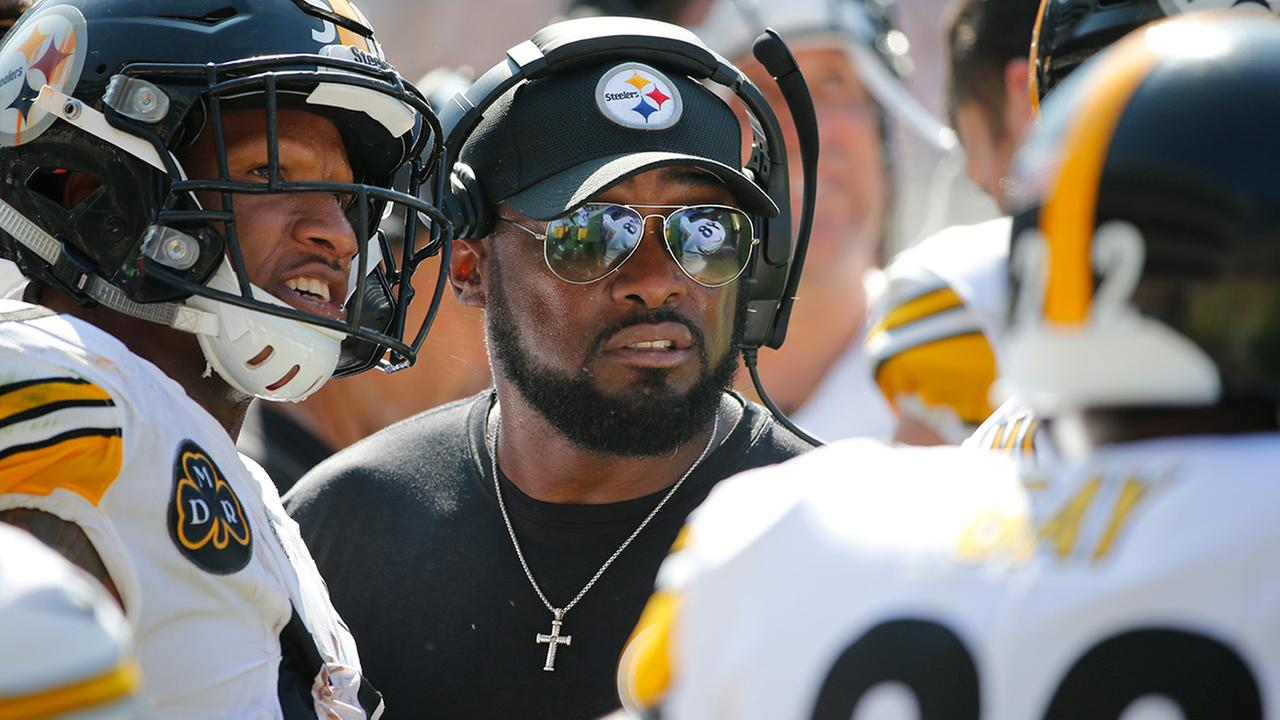 Pittsburgh Steelers head coach Mike Tomlin talks to his players during the second half of an NFL football game against the Chicago Bears, Sunday, Sept. 24, 2017, in Chicago.