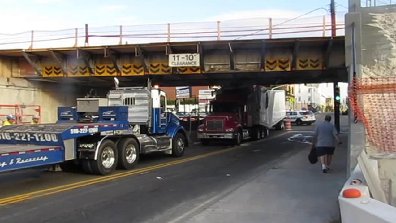 lirr overpass truck